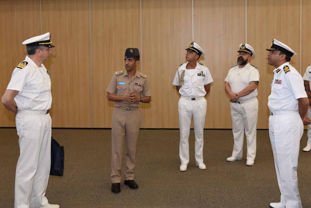 الأمن البحري يعقد اجتماعا للوكالات الملاحية في السلطنة