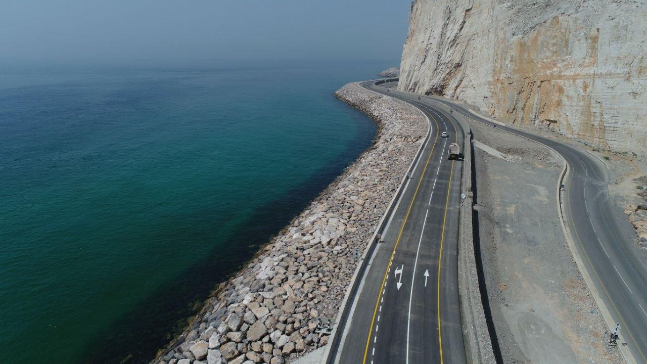 """وزير النقل لـ"""" الشبيبة"""": كلفة إنارة طريق الباطنة السريع تصل إلى مليون ريال"""