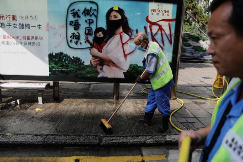 """زعيمة """"هونج كونج """" تعتذر لإطلاق مياه على مسجد خلال احتجاجات"""