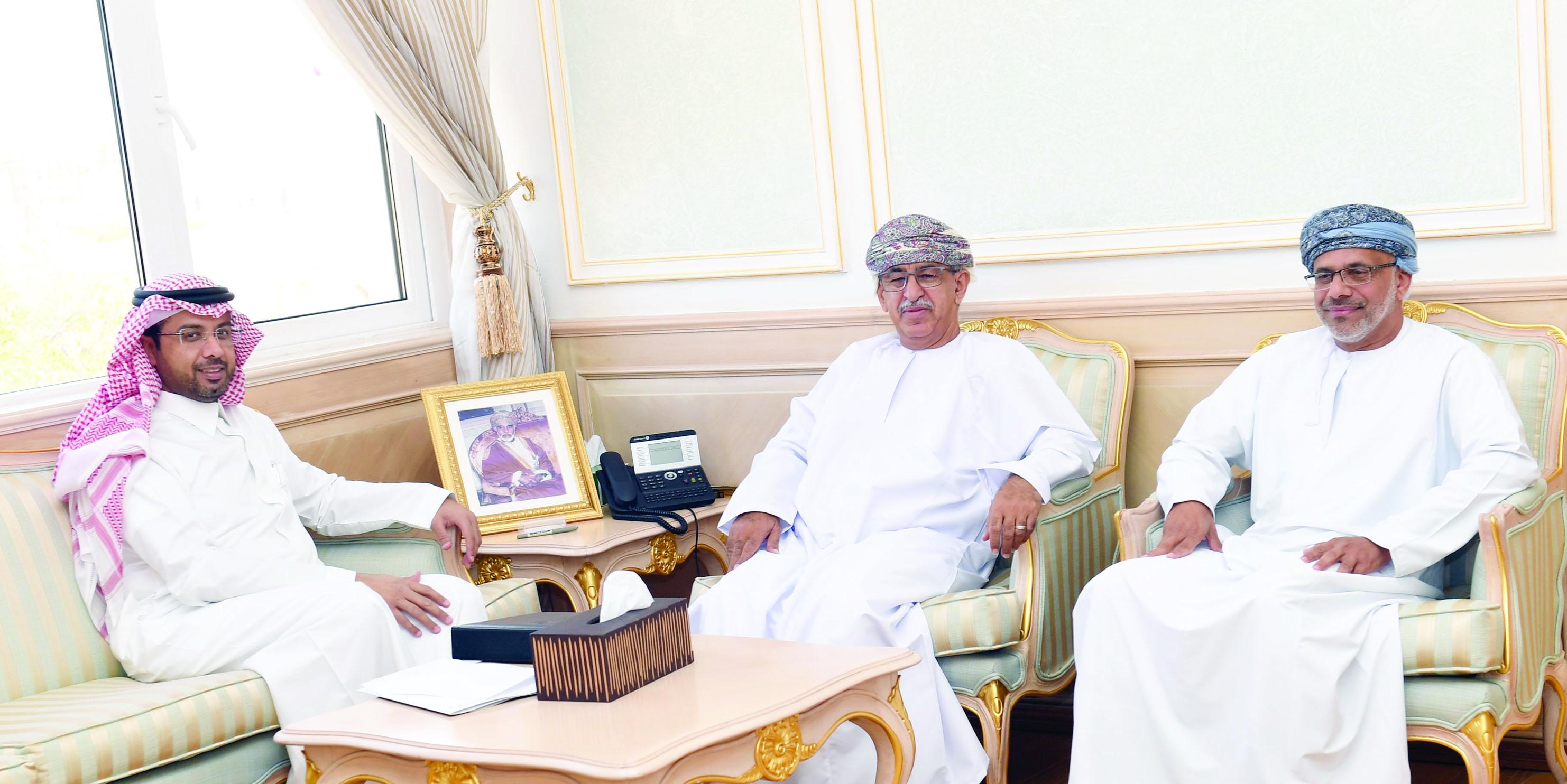 السعيدي يلتقي مدير مجلس الصحة الخليجي