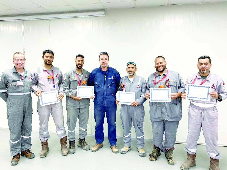 21 Omanis receive an advanced diploma in oil and gas operations