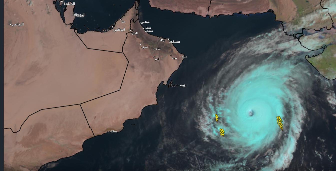"""الإنذار المبكر: الإعصار """"كيار"""" يبعد عن السلطنة 760 كم .. ويتحرك تجاه """"ظفار"""""""