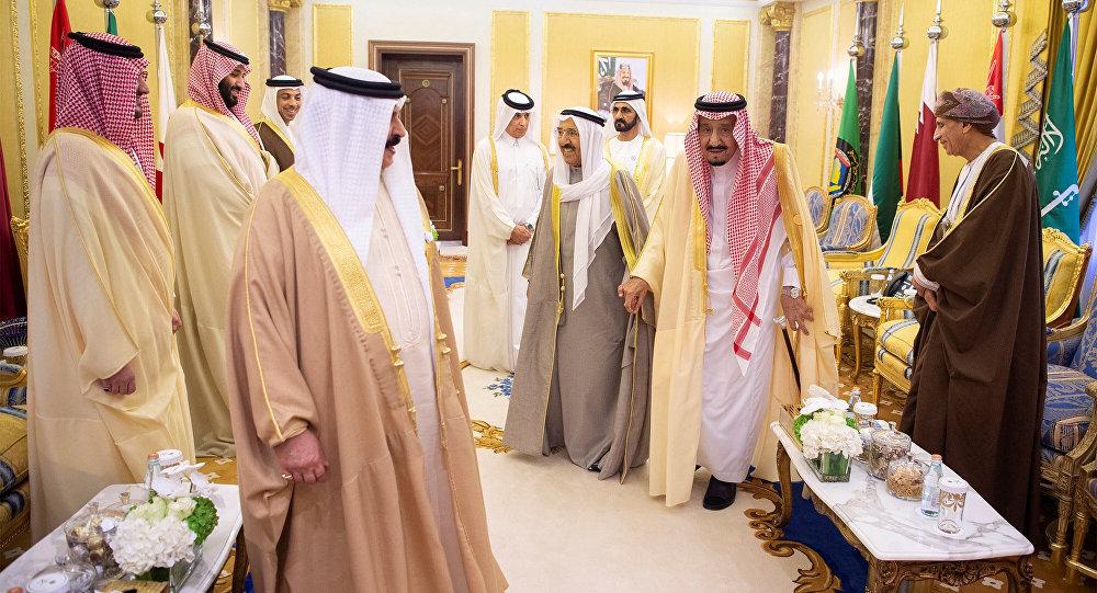 """""""الكويت"""" تؤكد على أهمية رأب """"الصدع الخلیجي"""".. وتواصل سعیھا لاحتواء الخلاف"""