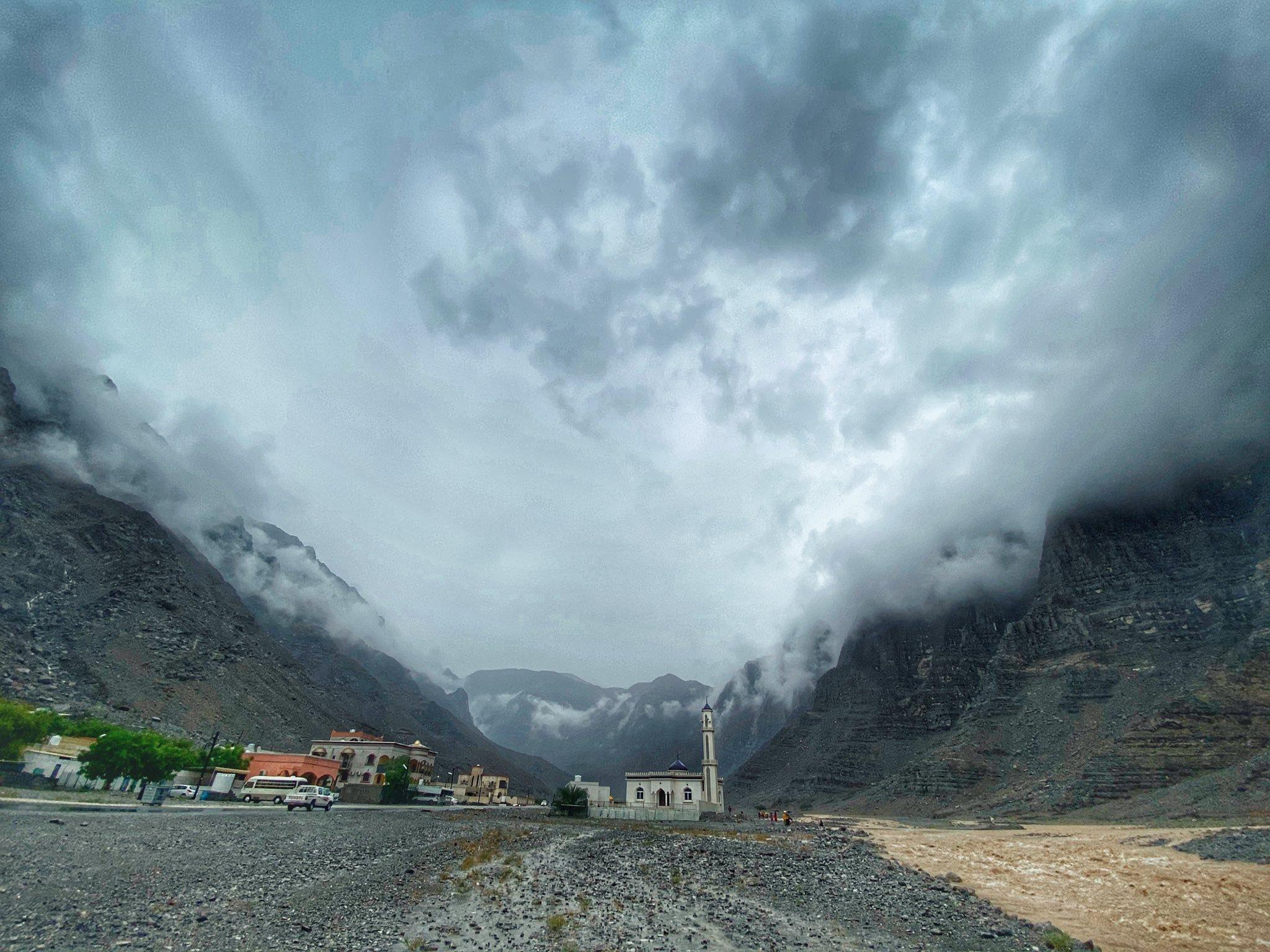 أمطار غزيرة إلى متوسطة على ولايات محافظة مسندم