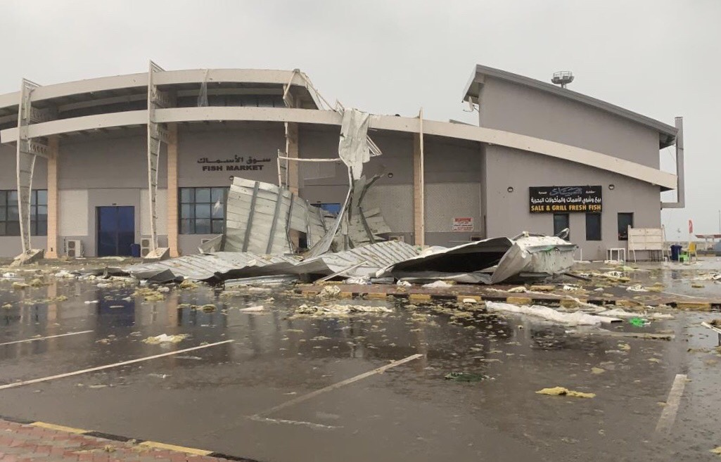 Roof collapses due to rain in Oman