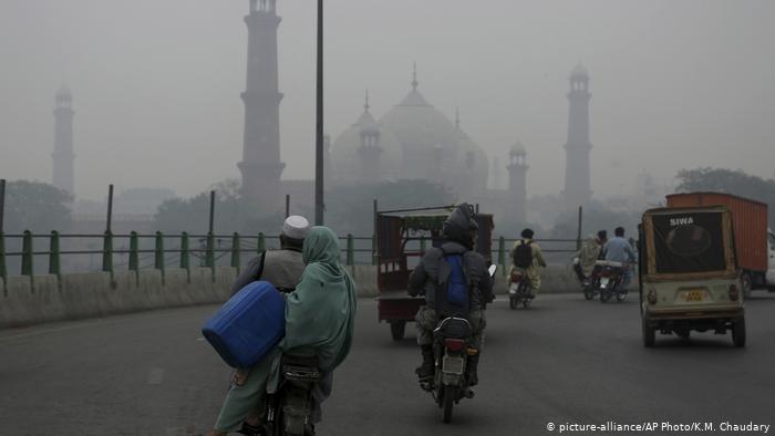 Pakistan: Smog poses threat to tens of thousands