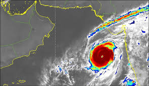 """الأرصاد : تراجع تصنيف """" مها """" إلى إعصار مداري من الدرجة الأولى"""