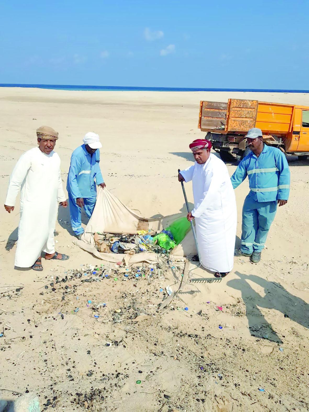 حملة تنظيف شواطئ رأس الحد