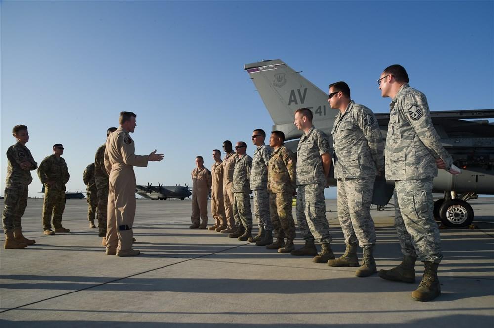 """أمريكا توقف تدريب طلاب الطيران السعوديين مؤقتا """"توخيا للسلامة"""""""
