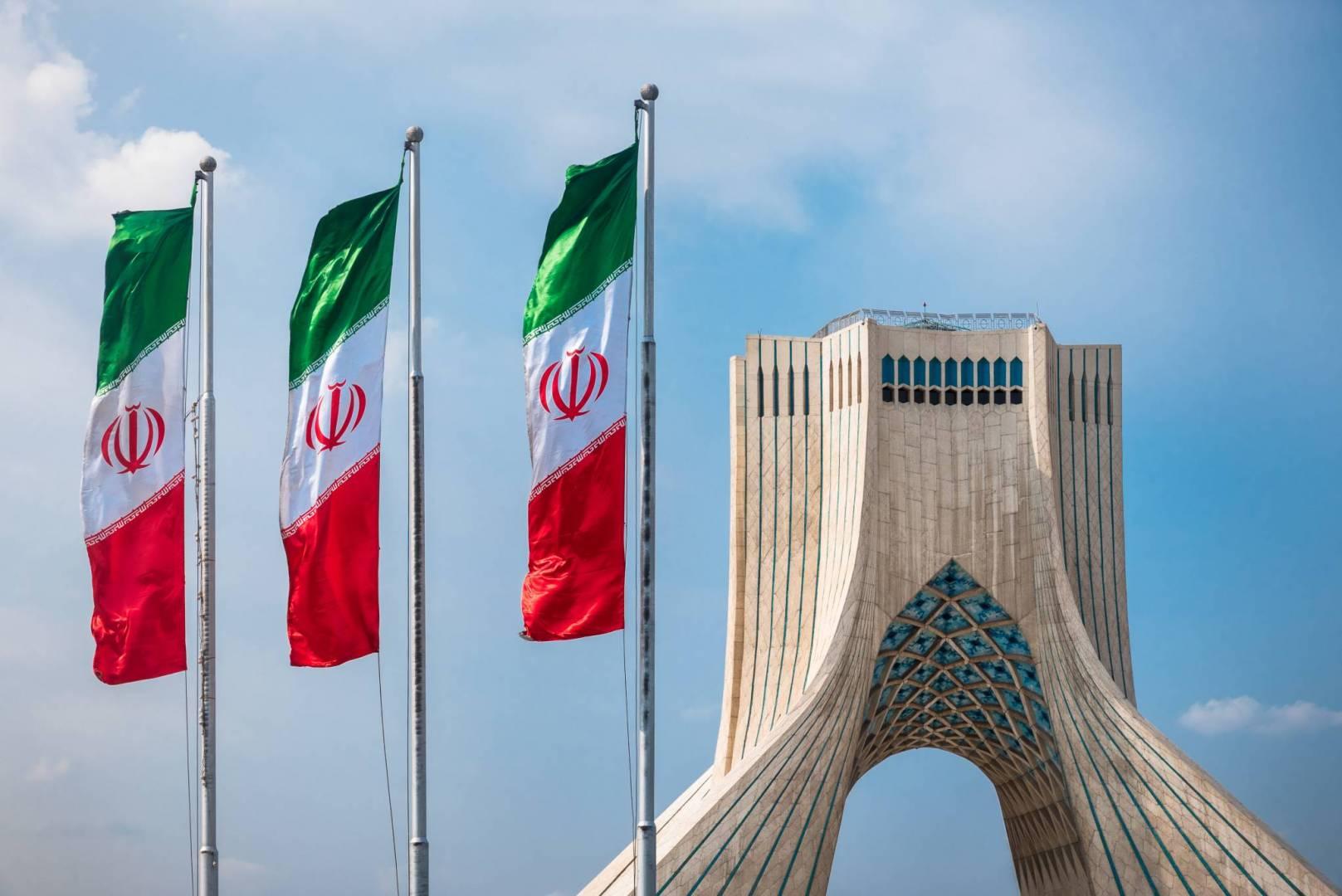 """""""إيران"""" تنصح مواطنيها بعدم السفر لأمريكا"""