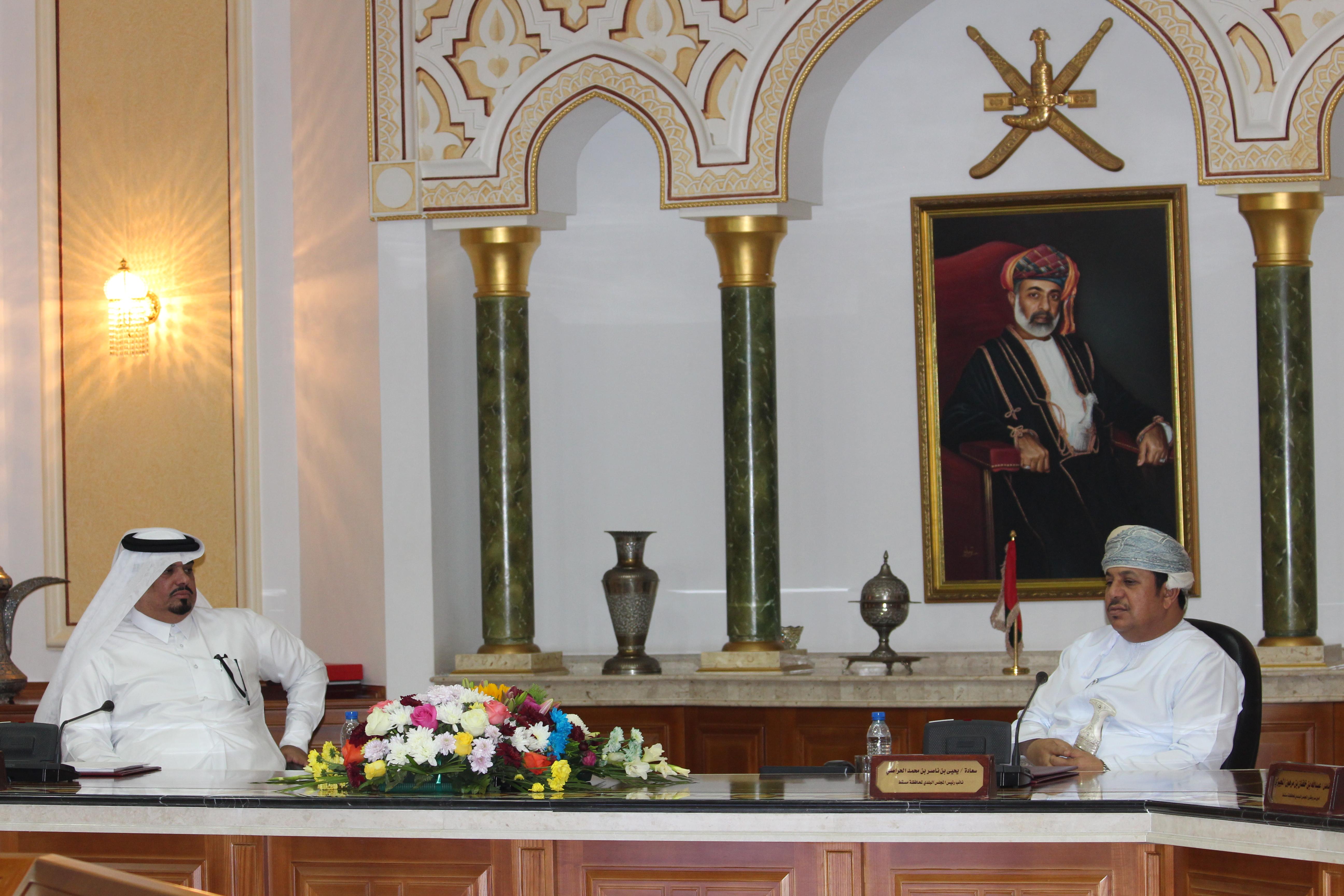 """""""بلدي مسقط"""" يستقبل وفدا من المجلس البلدي المركزي القطري"""