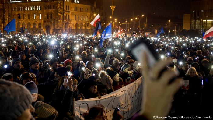 Polish protesters demand free judiciary after judge suspended