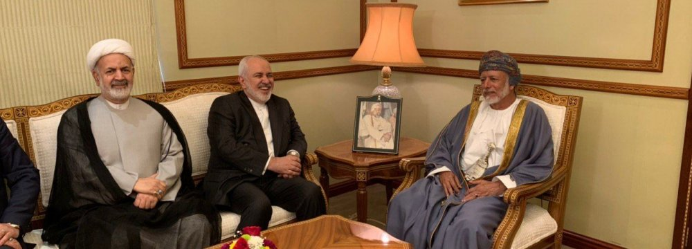 الإعلام الإيراني يبرز زيارة ظريف للسلطنة.. ووزير خارجية إيران: علاقات وثيقة بيننا