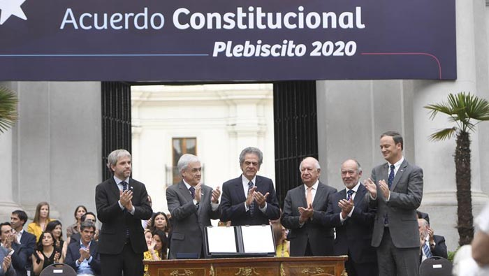 Chile President Pinera seeks plebiscite on changing Constitution