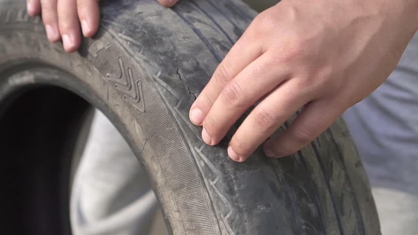 Shops selling damaged tyres fined in Oman