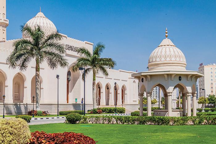 Travel Oman: Visit Sultan Qaboos Mosque Salalah