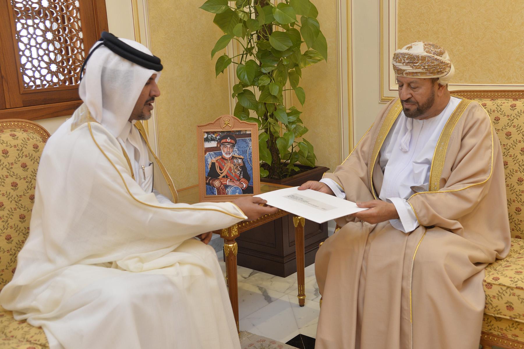 البوسعيدي يتسلم رسالة خطية من وزير الدولة لشؤون الدفاع بدولة قطر