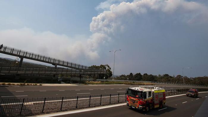 Aussie firefighter killed battling blaze