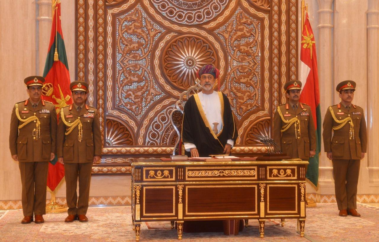 السلطان هيثم بن طارق يؤدي اليمين الدستورية: سنسير بعزم على نهج السلطان قابوس