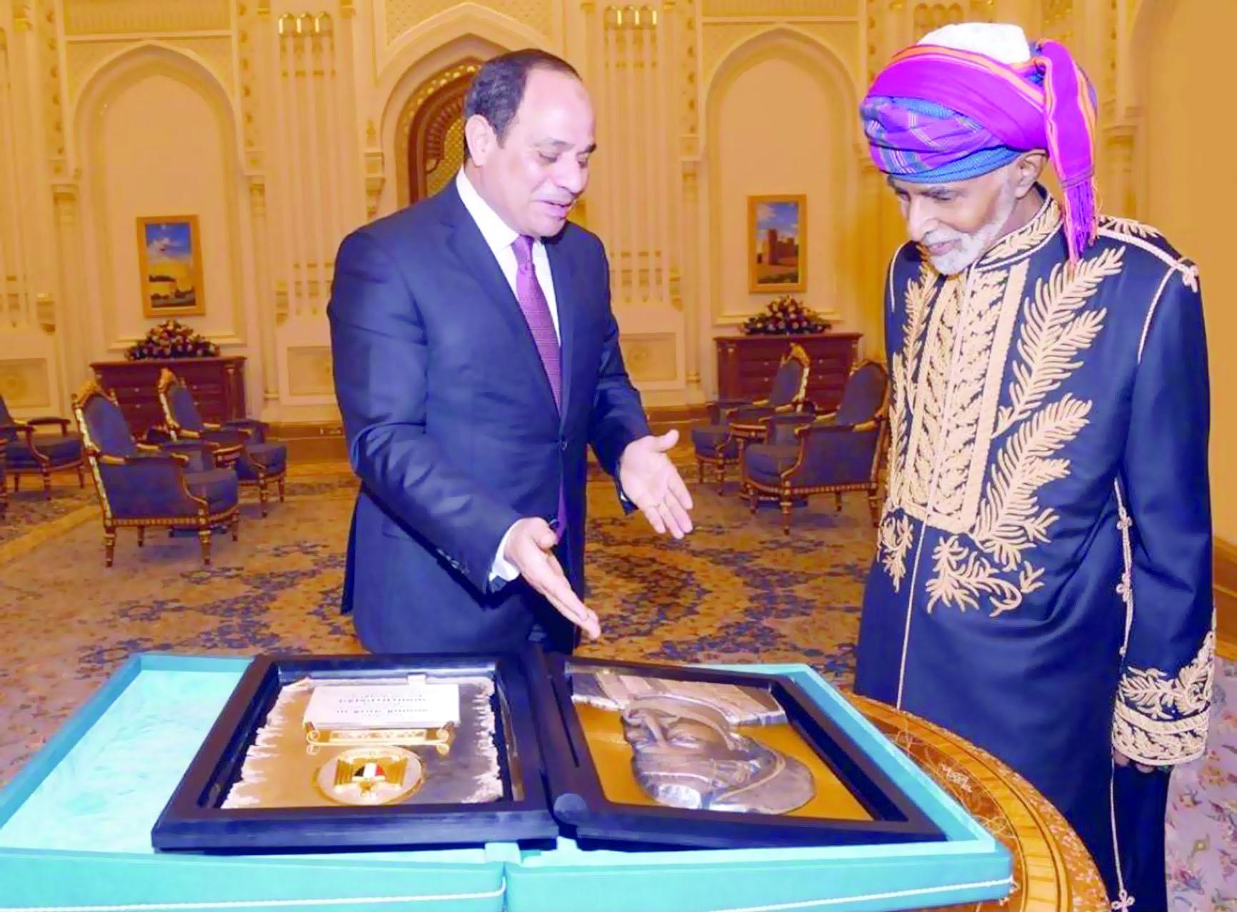 السلطان قابوس أبتعد عن سياسة المظاهر  والأصداء الرنانة