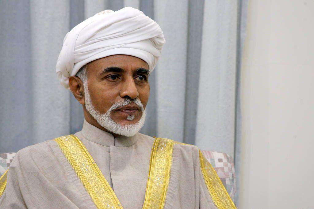 تليجراف: جلالة السلطان قابوس قاد بمهارة السلطنة عبر حقول ألغام دبلوماسية