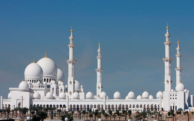 صلاة الغائب في جميع مساجد الإمارات على روح المغفور له جلالة السلطان قابوس بن سعيد