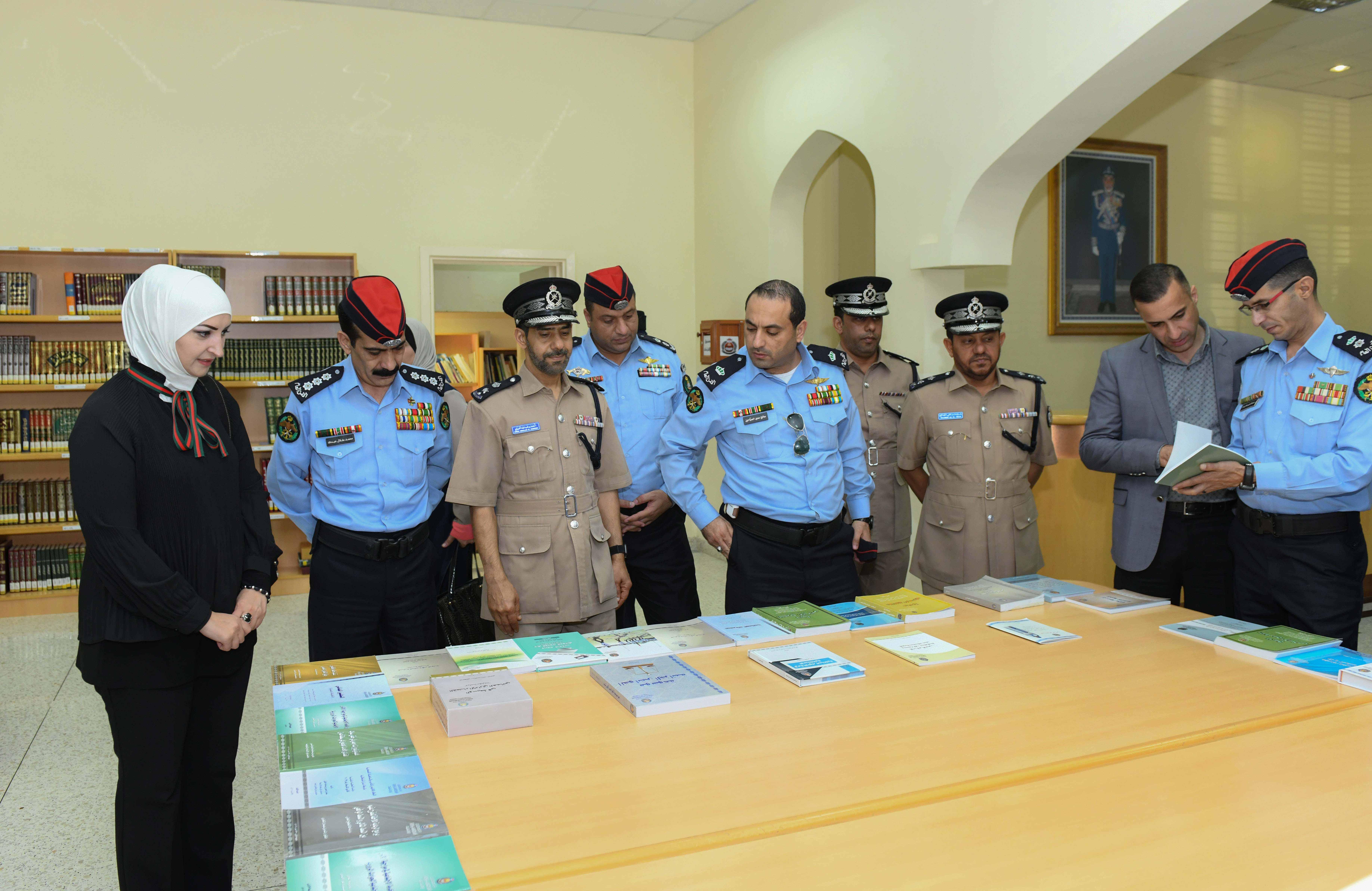 شرطة عُمان السلطانية تستقبل وفد مديرية الأمن العام بالمملكة الأردنية الهاشمية