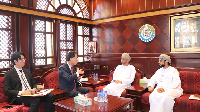 South Korean Ambassador meets the Oman Chamber of Commerce and Industry Chief