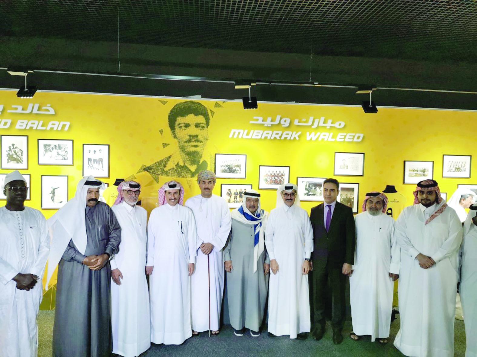 افتتاح معرض مقتنيات قدامى لاعبي نادي قطر في نسخته الخامسة
