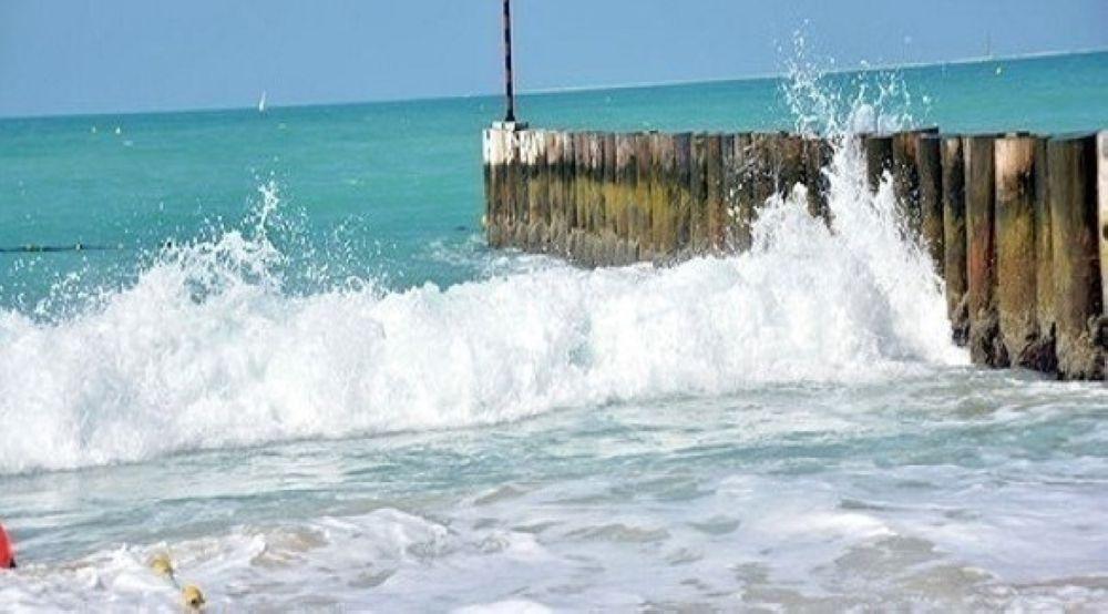 الأرصاد: البحر هائج الموج على سواحل مسندم مع فرص لهطول الأمطار