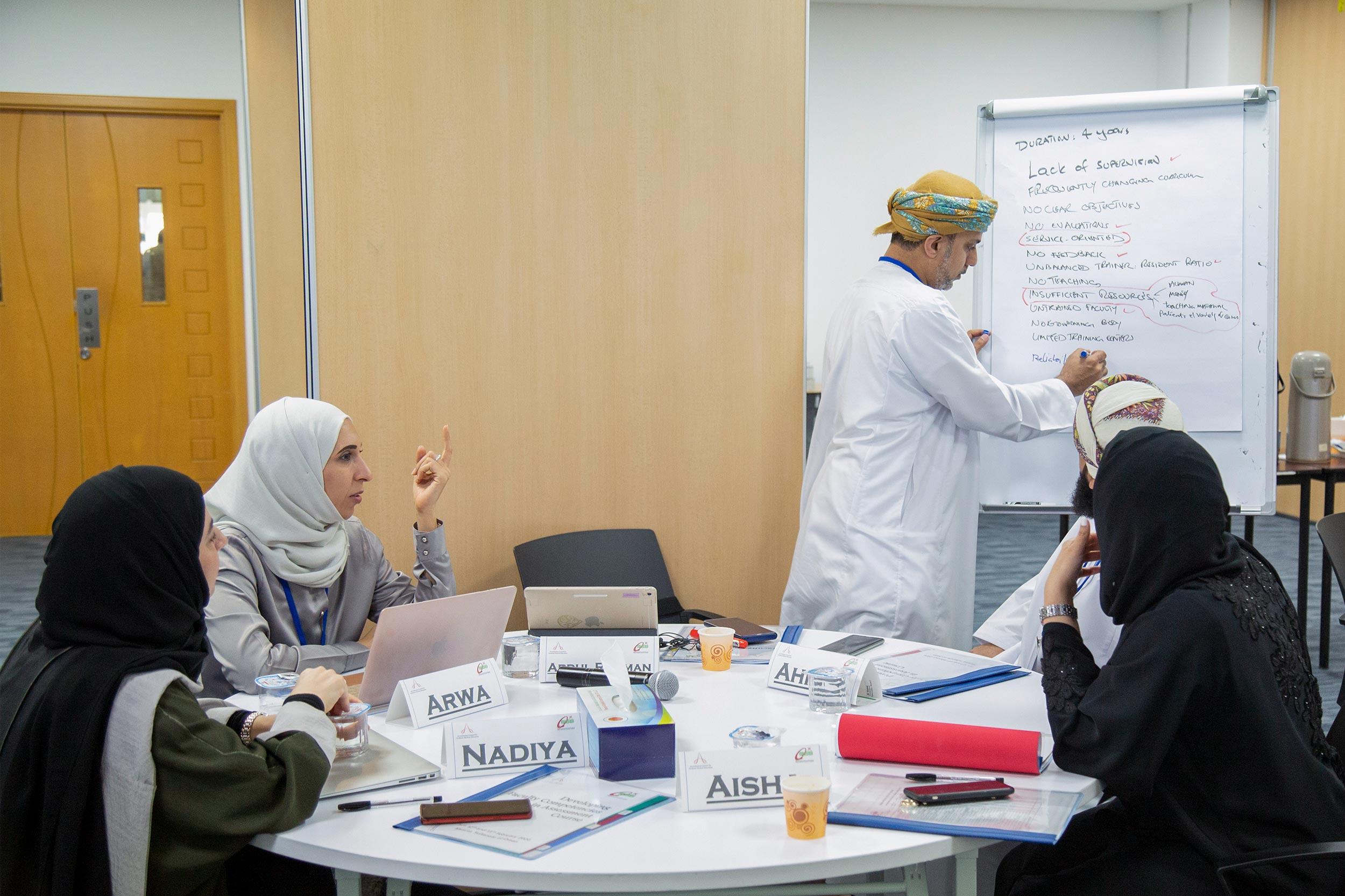 """المجلس العماني للاختصاصات الطبية يختتم برنامجه التدريبي حول """"أساسيات التقييم"""""""