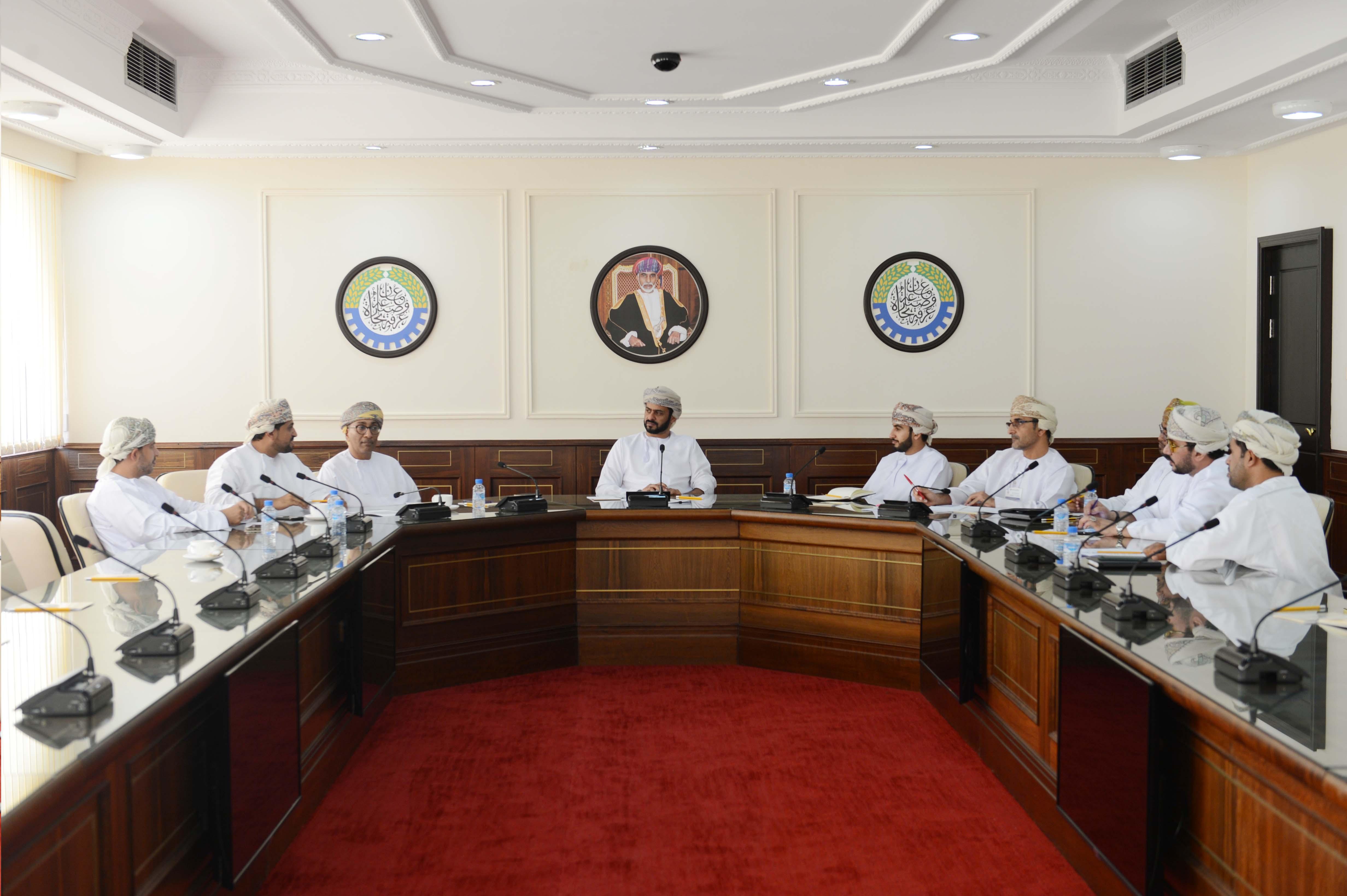 """""""لجنة الصناعة"""" بالغرفة تناقش مستجدات القطاع وتحدياته"""