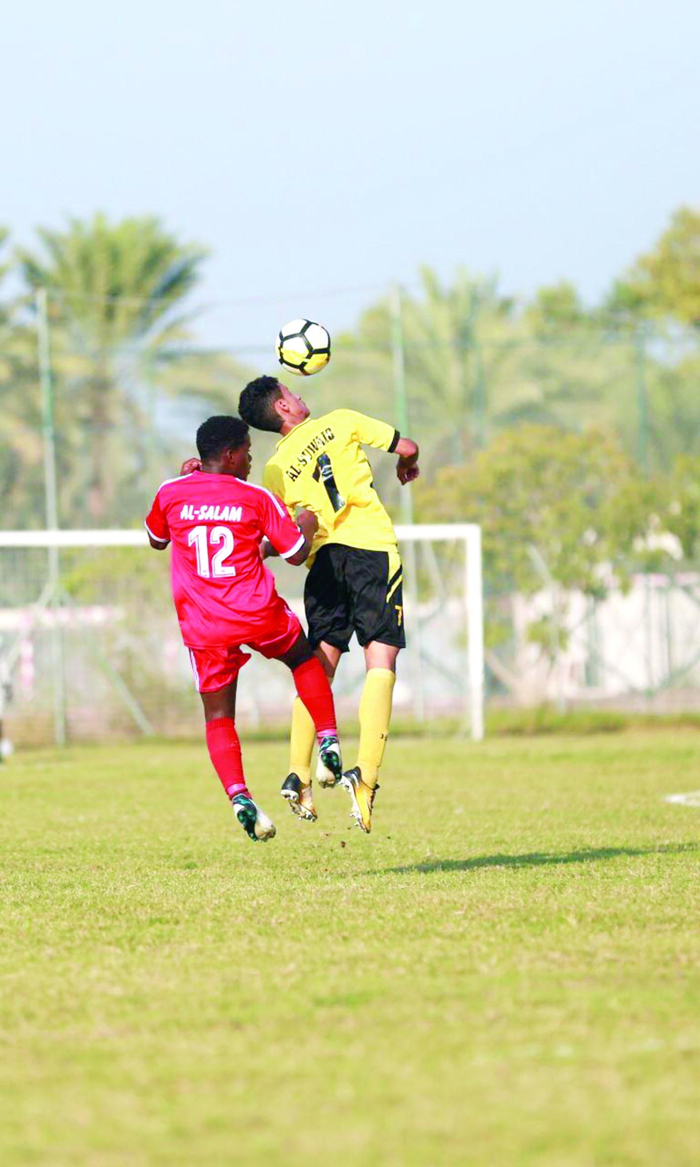 السويق يواصل تحقيق نتائجه المتقدمة في دوري الكرة للشباب