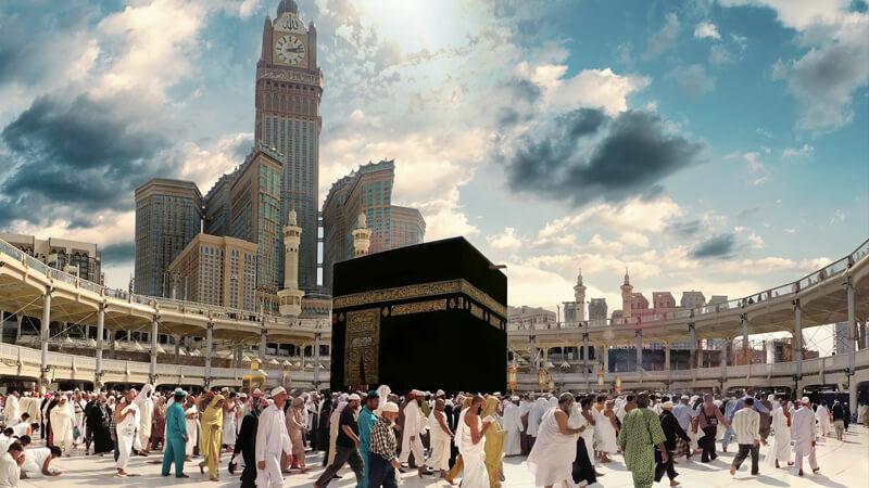 """بالفيديو.. طالب سعودي يبتكر طريقة لمنع دخول """"كورونا"""" إلى الحرم المكي"""