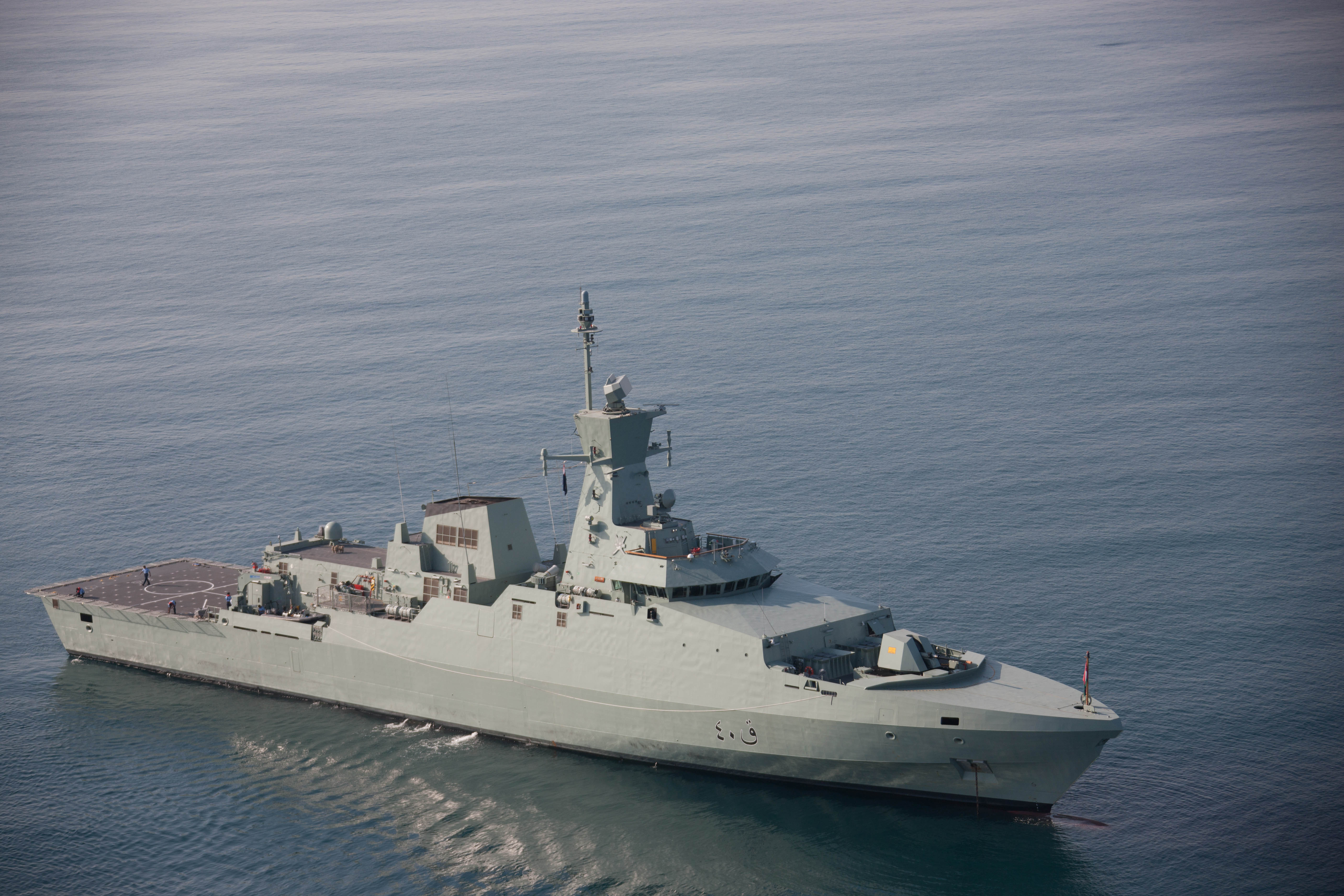 البحرية السلطانية  تنفذ عملية بحث وإنقاذ لأربعة مواطنين