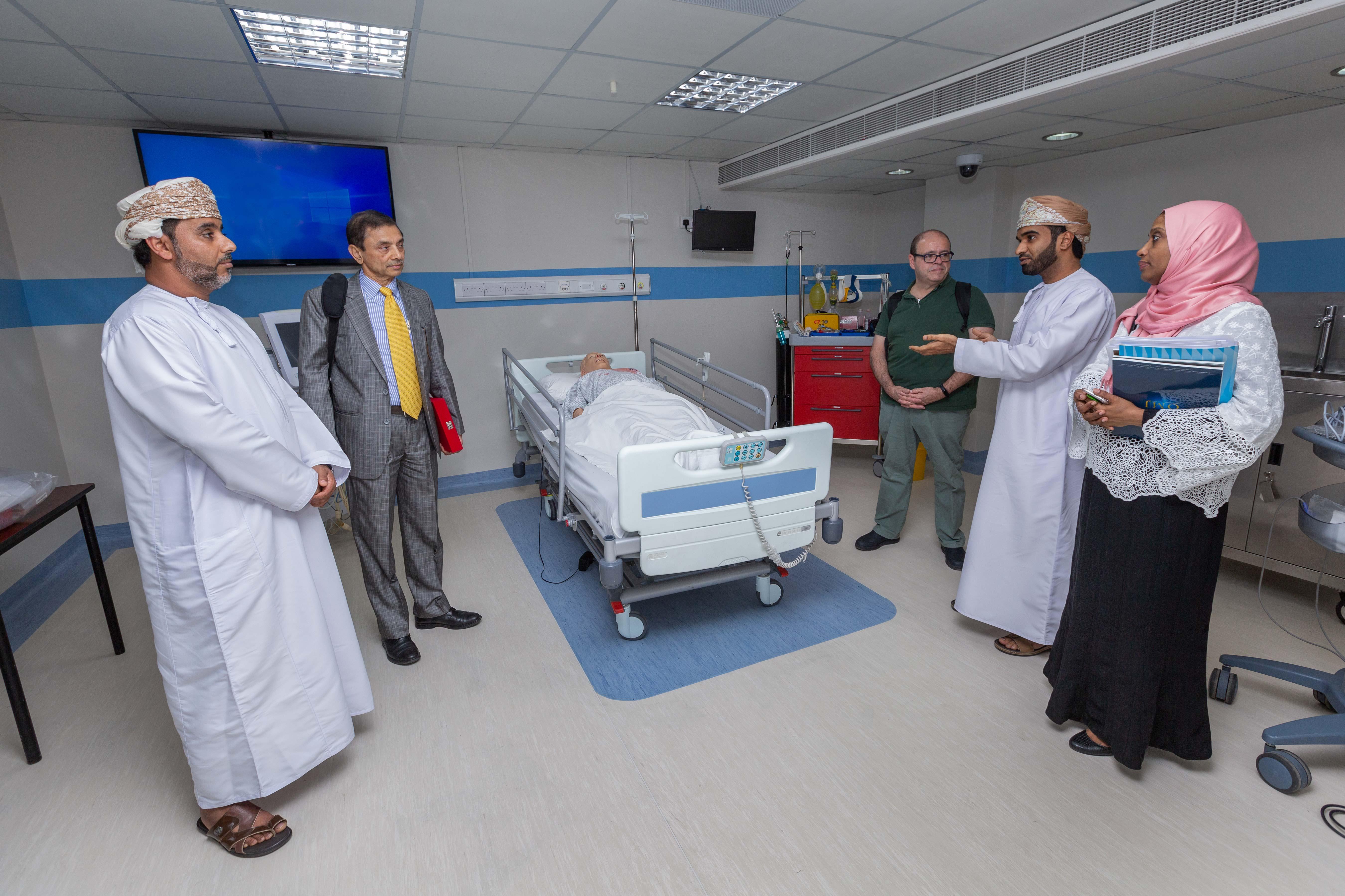 """منظمة """"الصحة العالمية"""" تتبادل الخبرات مع العماني للاختصاصات الطبية"""
