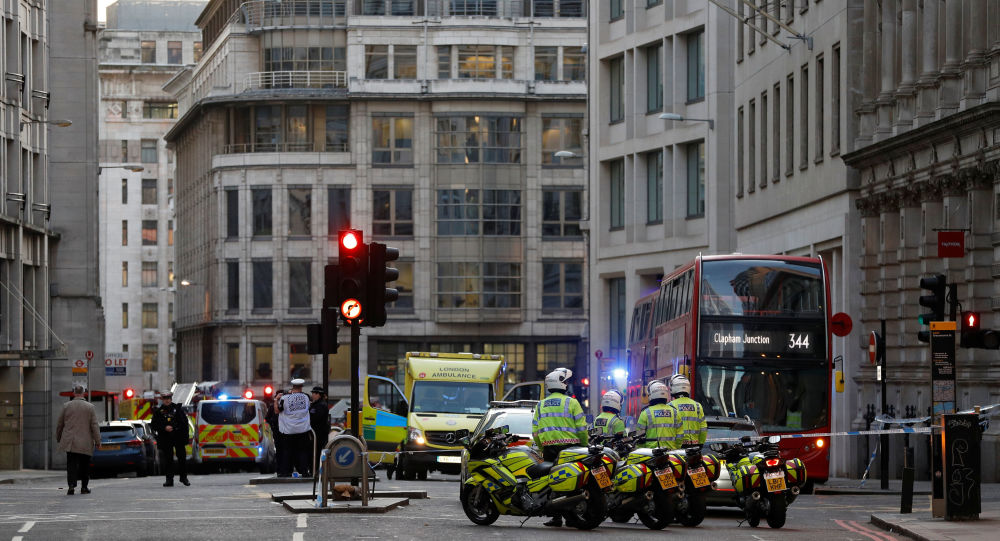 """الشرطة البريطانية تطلق النار على رجل طعن آخرين بجنوب """"لندن"""""""