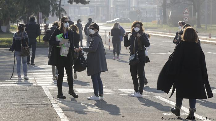 Coronavirus: Italy towns in lockdown after COVID-19 deaths