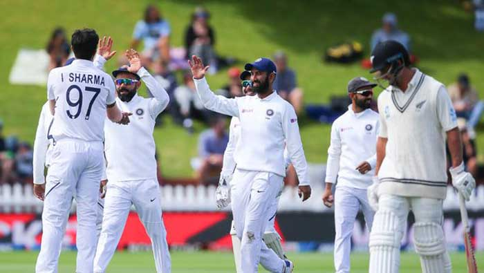 Seamers clamp down on India after Kiwi tail wags