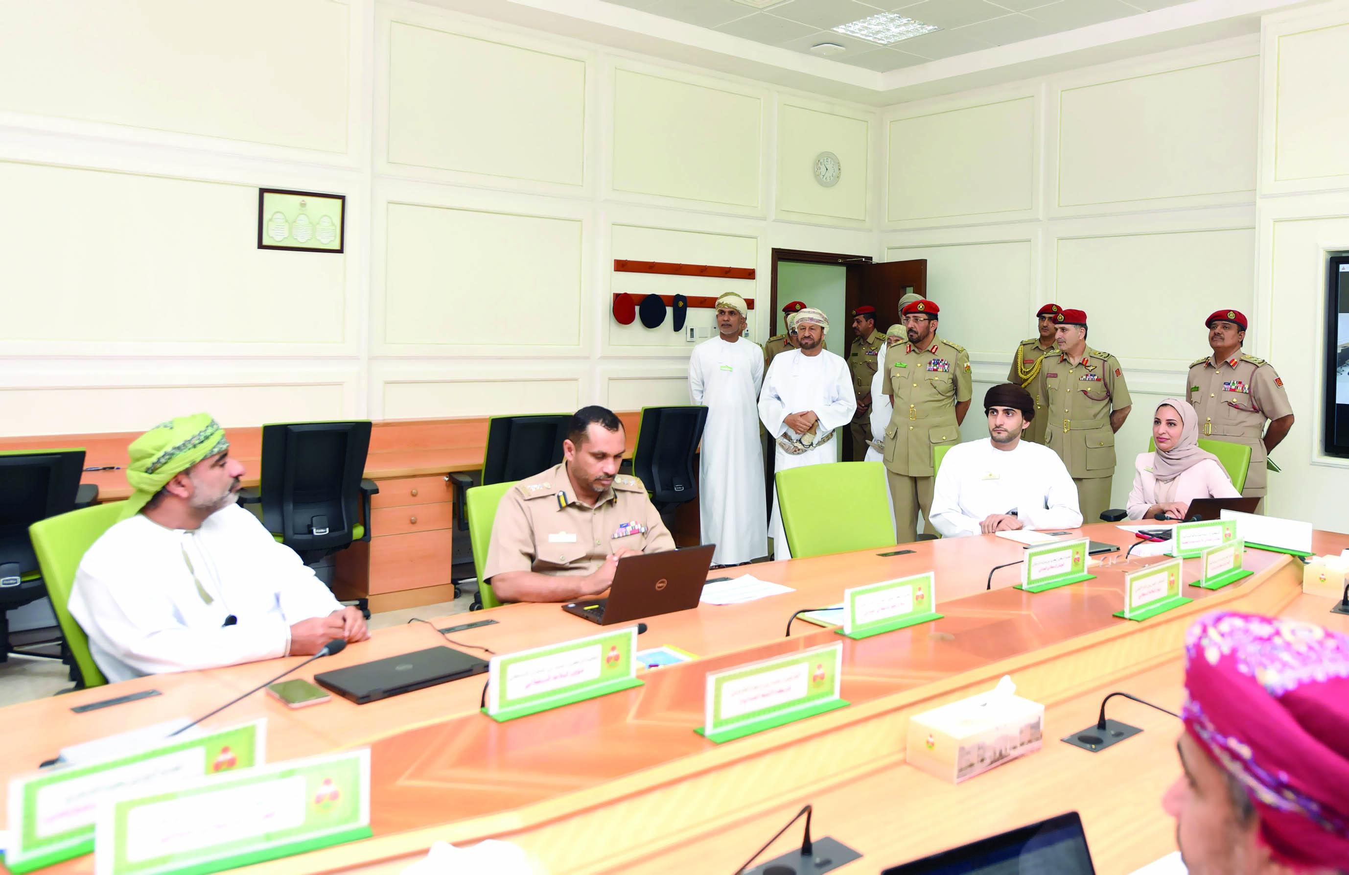 بدر بن سعود يطلع على ندوة القضايا الاستراتيجية
