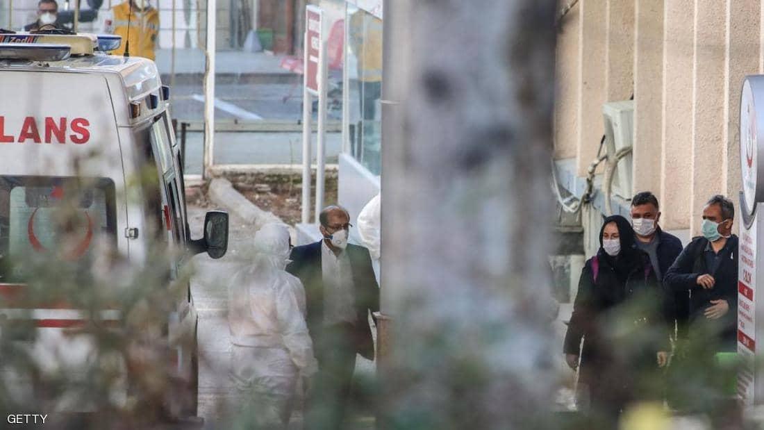 بعد وفاة 4 مصابين.. عدد وفيات كورونا يرتفع إلى 19 بإيران