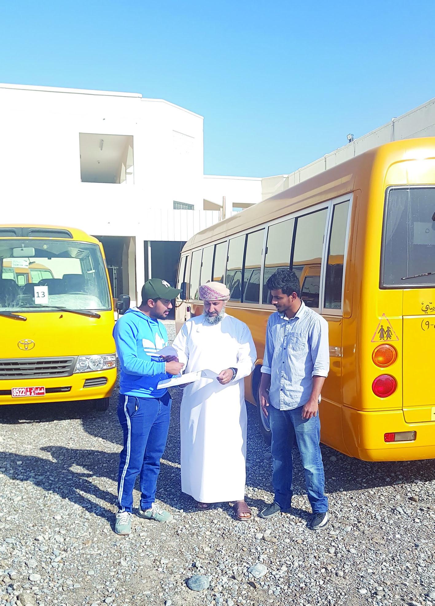 تعليمية الداخلية تستأنف تركيب أجهزة درب السلامة لوسائل نقل الطلبة
