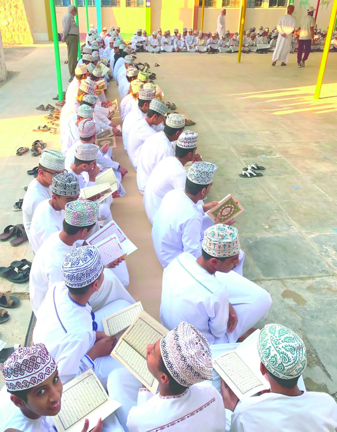 تلاوة القرآن على روح فقيد الوطن والأمة بمدارس سمائل وبدبد