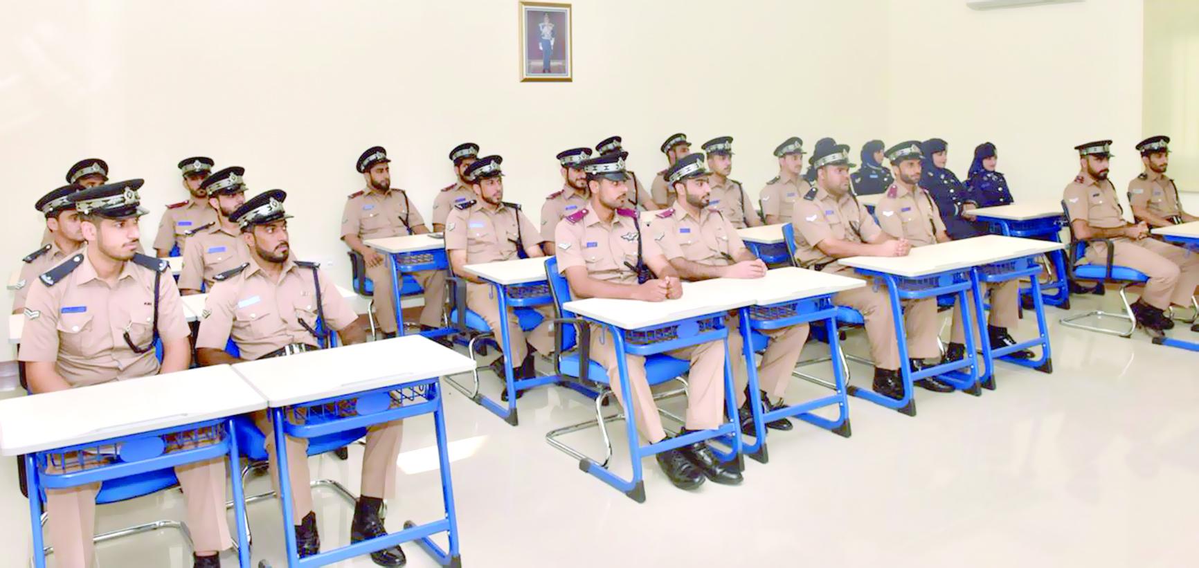افتتاح دورة العلوم القانونية بقيادة شرطة محافظة شمال الباطنة