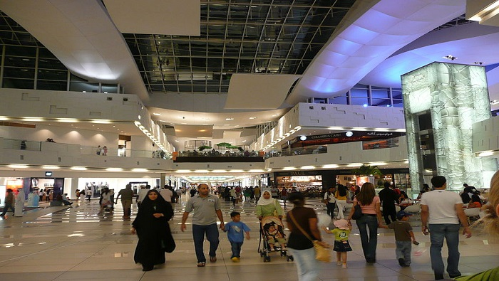 Kuwait shuts down commercial complexes