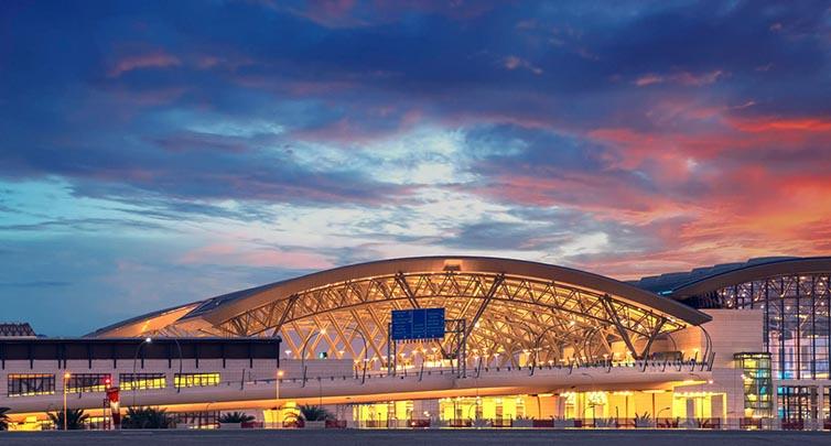 استمرار رحلات المسافرين في مطار مسقط الدولي