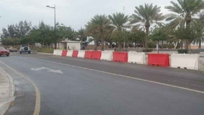 Municipality closes parking lots at seafront in Oman