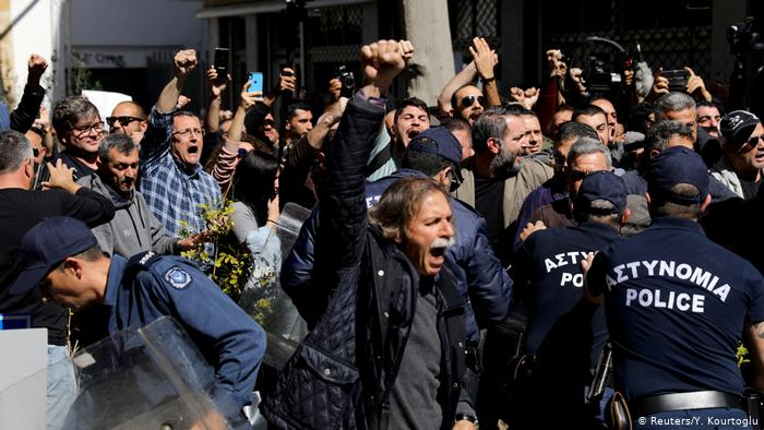 Cyprus: Protesters, police clash at closed checkpoint