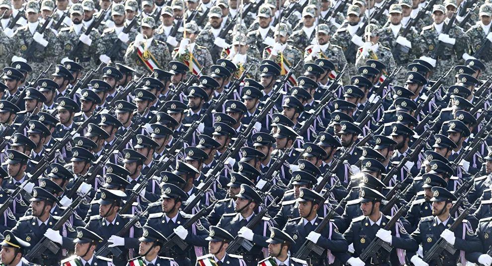 بدلا من الصواريخ.. إيران تستعرض مستلزمات طبية في يوم الجيش