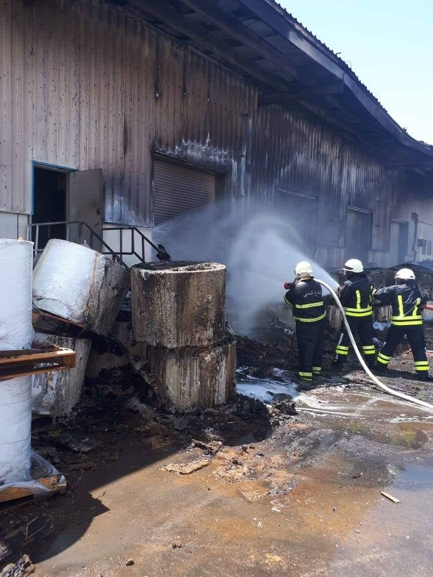 صلالة.. حريق في إحدى الشركات بالمنطقة الحرة